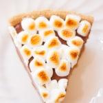 Campfire Style Nutella S'mores Pie - www.platingpixels.com