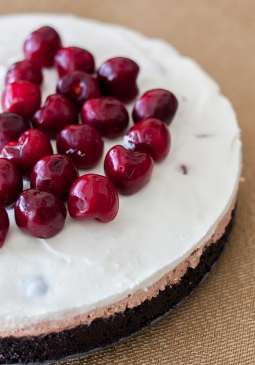 No-Bake Chocolate Cherry Cheesecake - www.platingpixels.com
