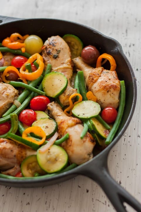 Rustic Herbed Skillet Chicken and Vegetables - www.platingpixels.com