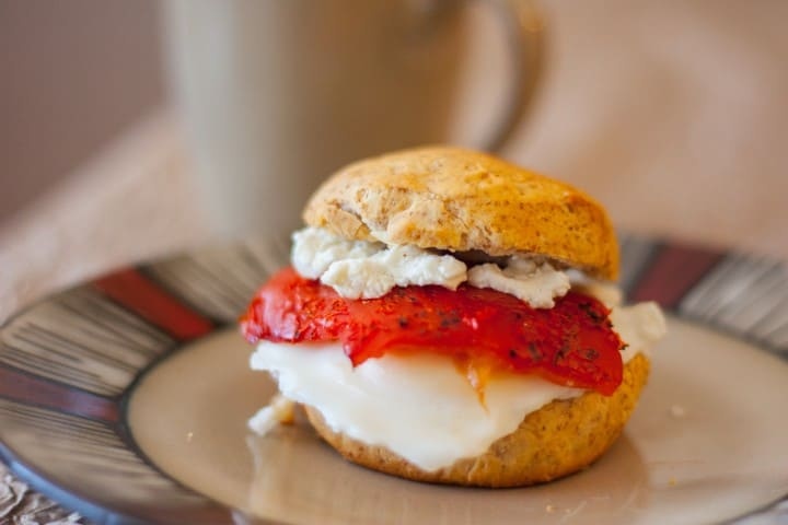 Roasted Red Pepper and Goat Cheese Egg Sandwich - www.platingpixels.com