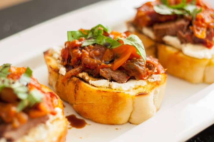 Steak Bruschetta with Goat Cheese and Tomato Jam - www.platingpixels.com