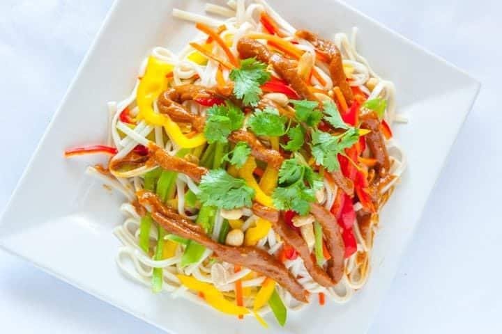 Udon Noodle Salad with Peanut Sauce - www.platingpixels.com
