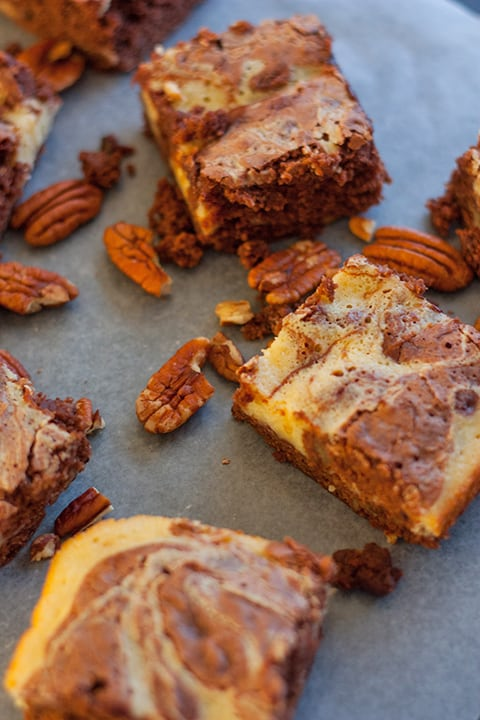 Swirled Vanilla Cheesecake and Chocolate Brownie Bars - www.platingpixels.com