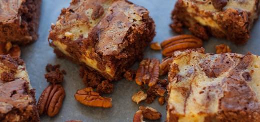 Swirled Vanilla Cheesecake and Chocolate Brownie Bars - www.platingpixels.com