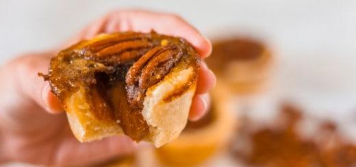 Brown Sugar Caramel Pecan Cookie Cups - www.platingpixels.com