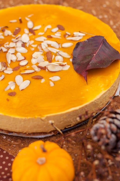 Pumpkin Cheesecake with Pumpkin Gelatin Filling - www.platingpixels.com
