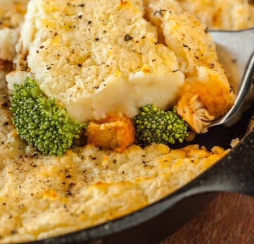 Cheddar and Broccoli Skillet Chicken Shepherd's Pie - www.platingpixels.com