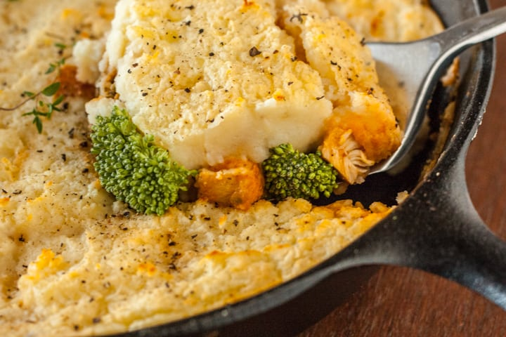 Cheddar and Broccoli Skillet Chicken Sheppard's Pie - www.platingpixels.com