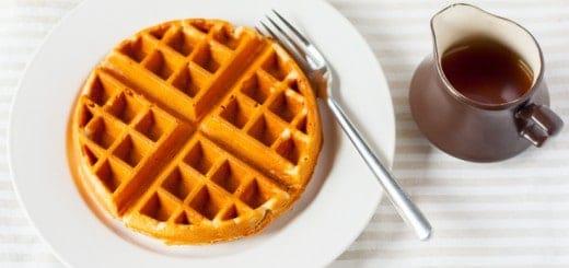 Maple and Peanut Butter Oatmeal Waffles (Gluten-Free) - www.platingpixels.com