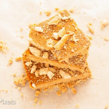 Peanut Butter Honey Pretzel Butterscotch Bars - www.platingpixels.com