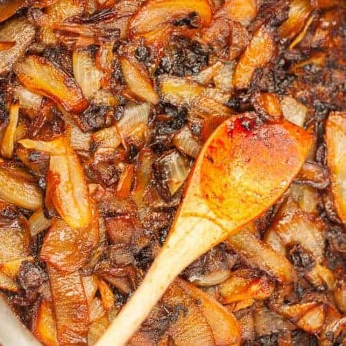 How to Caramelize Onions - www.platingpixels.com