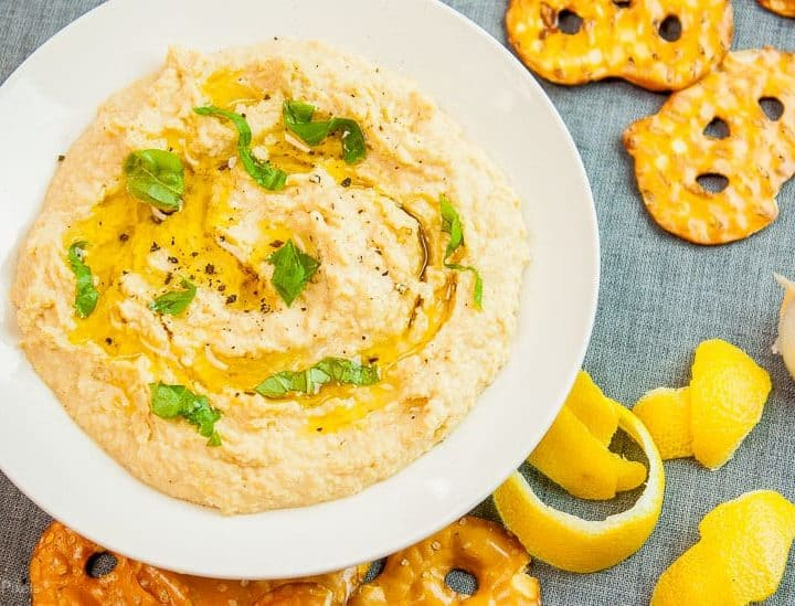 Best Easy Homemade Hummus recipe - www.platingpixels.com