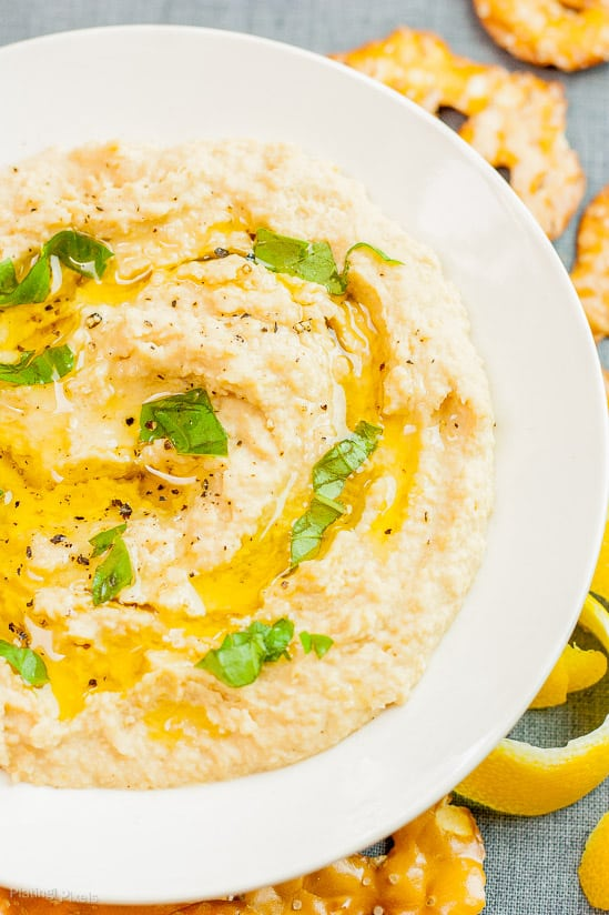 Best Easy Homemade Hummus recipe - www.platingpixels.com