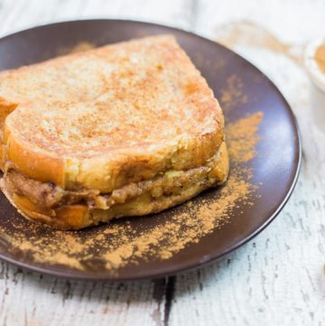 Peanut Butter Banana Stuffed French Toast recipe - www.platingpixels.com