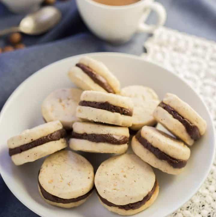 Pumpkin Spice Chocolate Hazelnut Shortbread Sandwiches - www.platingpixels.com