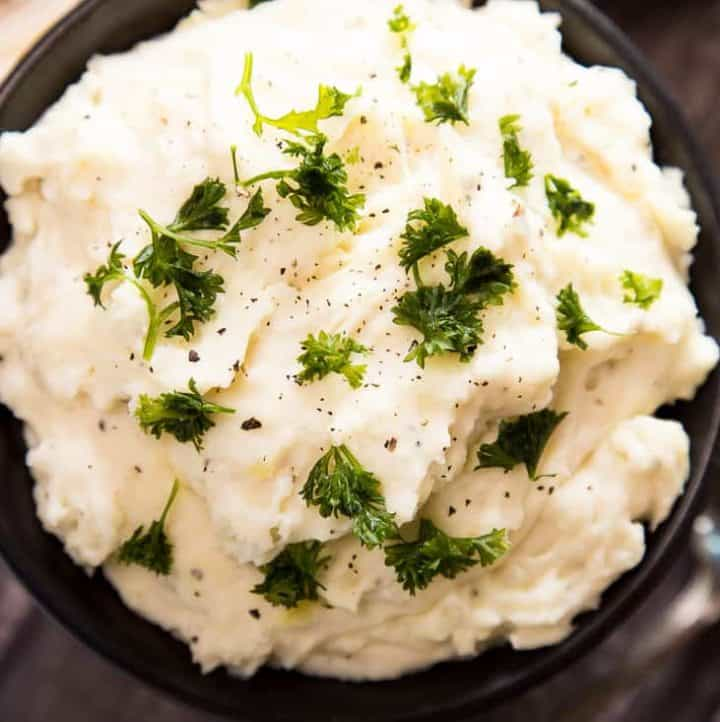 Easy Creamy Mashed Potatoes - www.platingpixels.com