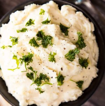 Easy Creamy Mashed Potatoes - www.platingpixels.com