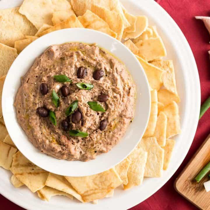 Sun Dried Tomato Black Bean Hummus recipe - www.platingpixels.com