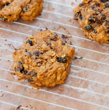 Healthy Vegan Peanut Butter Breakfast Cookies recipe - www.platingpixels.com