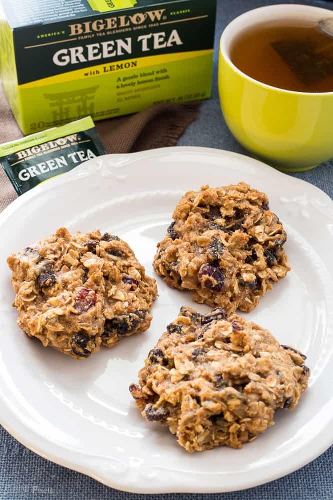 Healthy Vegan Peanut Butter Breakfast Cookies recipe - www.platingpixels.com