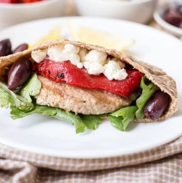 Greek Turkey Pita Burgers recipe - www.platingpixels.com