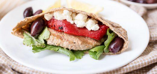Greek Turkey Pita Burgers recipe - www.platingpixels.com