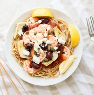 Mediterranean Shrimp Pasta with Whole Wheat Spaghetti recipe - www.platingpixels.com