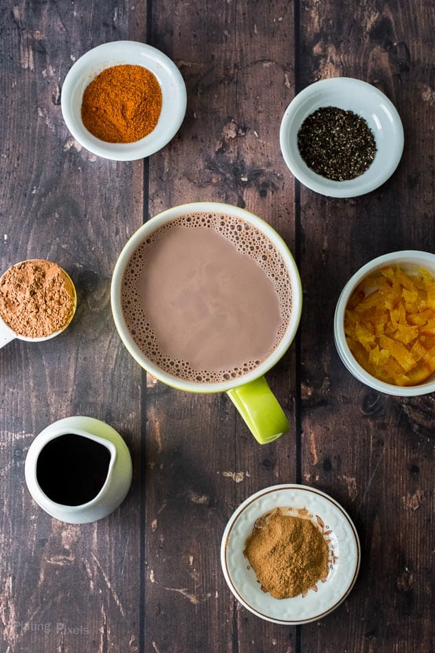 DIY Hot Chocolate Mix-ins (Homemade hot chocolate recipe) - www.platingpixels.com
