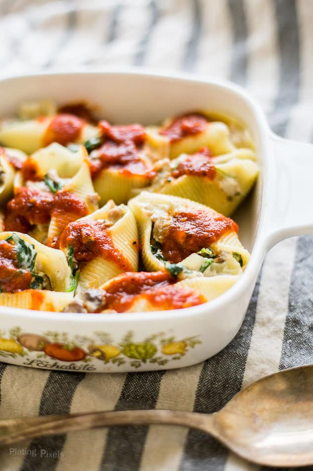 Sausage, Spinach and Ricotta Stuffed Pasta Shells recipe - www.platingpixels.com