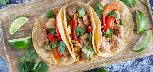 Easy Pork Fajita Tacos recipe - www.platingpixels.com
