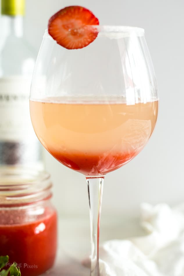 Homemade Strawberry Lime Bellini Recipe - platingpixels.com
