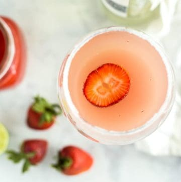 Homemade Strawberry Lime Bellini Recipe - platingpixels.com