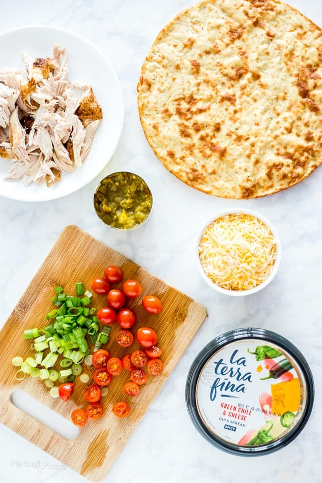 Cheesy Chile and Chicken Flatbread Pizza recipe - platingpixels.com
