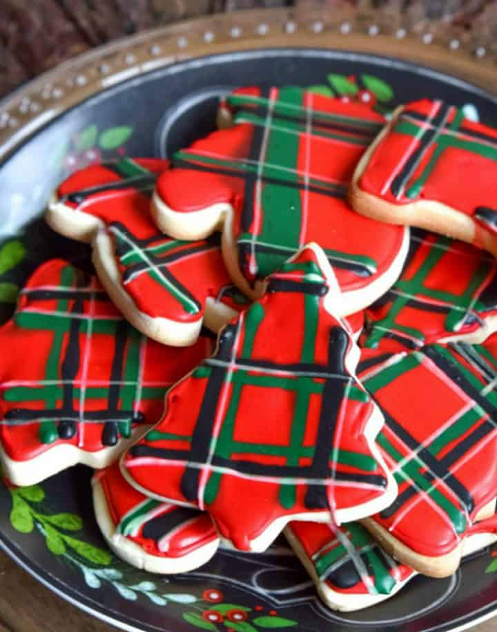 Plate of plaid decorated Christmas cookies